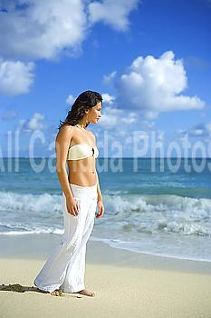 Hawaii, Oahu, Attractive young woman on the beach.
